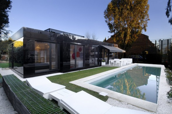 Amazing Black Prefab House Architecture
