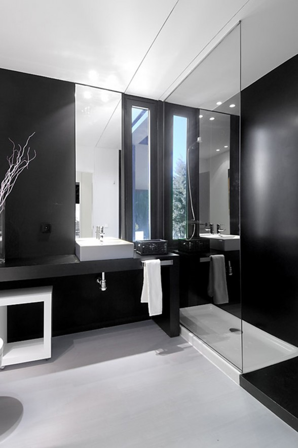 Amazing Black Prefab House Architecture Bathroom