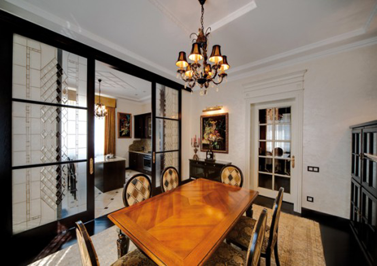 Elegant And Traditional Interior House Design Dining