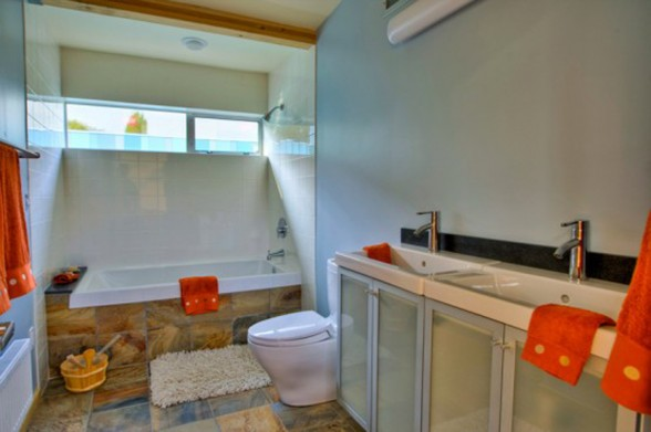 Green Eco-Friendly House Design in Columbia City - Bathroom