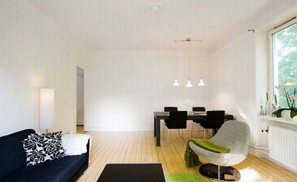 Green Environment and Wooden Floor Apartment Design - Livingroom