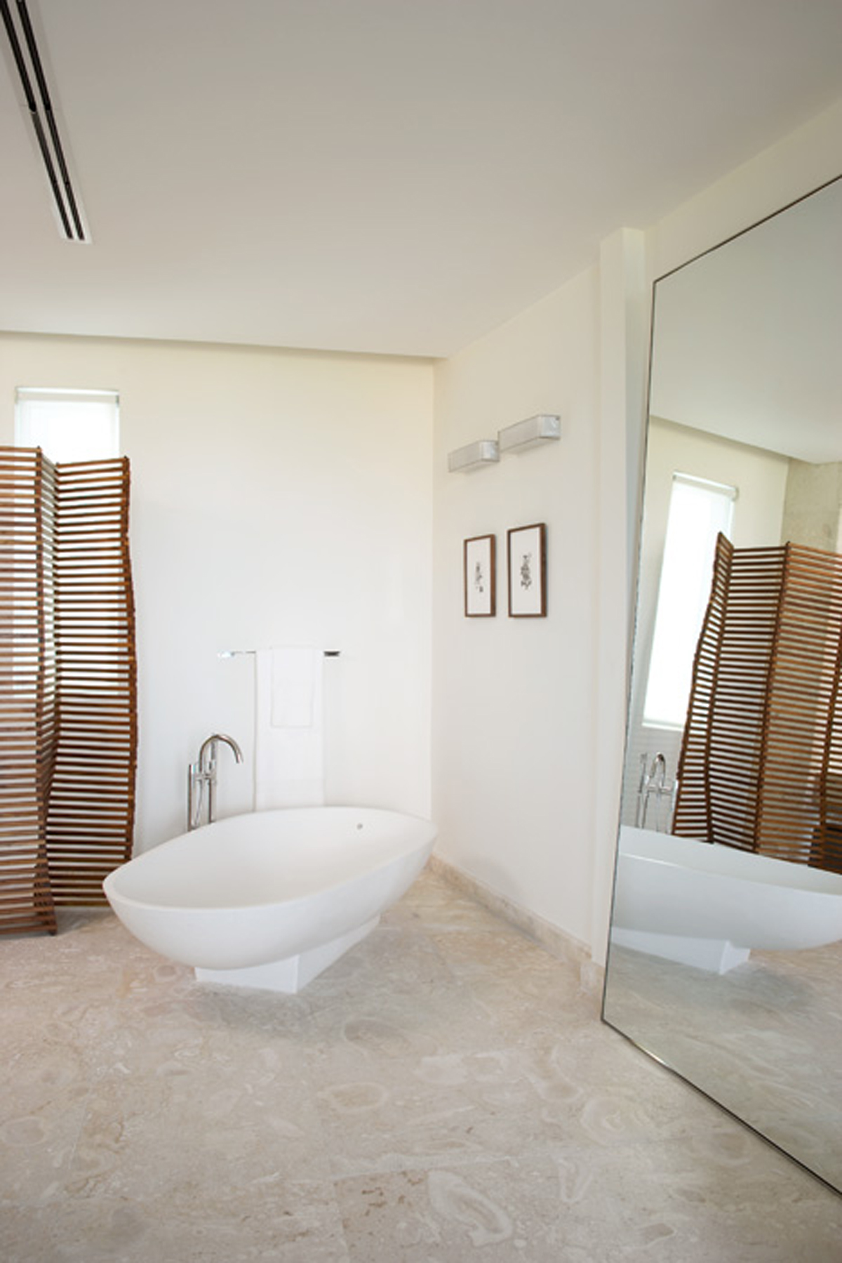 Miami Beach Townhouse by Magdalena Keck - Bathroom