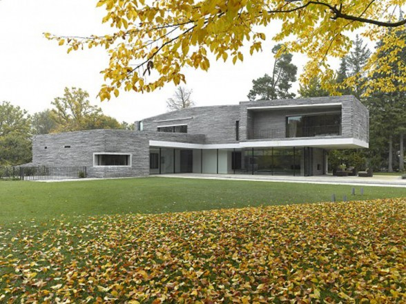 Minimalist Contemporary Style House Plans by Titus Bernhard - Yard