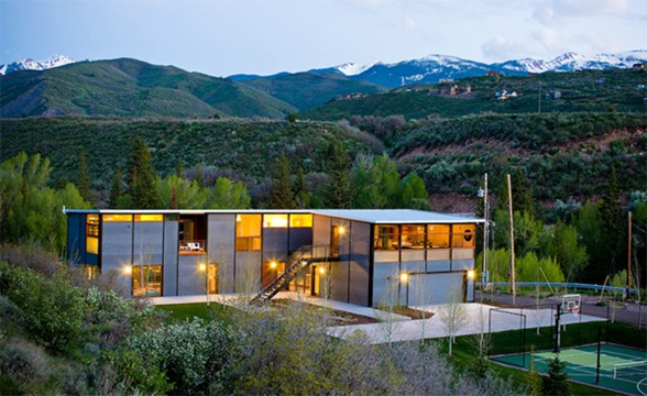 Mountain Prefab House Architecture with Basketball Court in Aspen