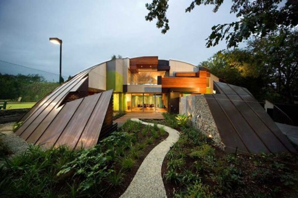 Puzzle-shaped House, an Experimental Green House Design