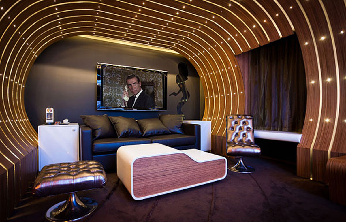 007 James Bond Themes Room in Hotel Le Seven - Livingroom