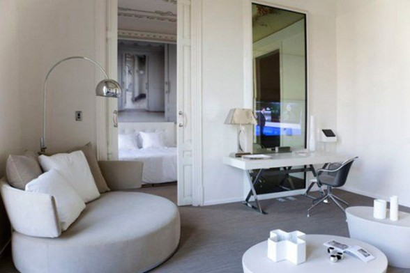 Deluxe Apartments for Rent in Barcelona, A Luxury Apartment Ideas - Working Desk