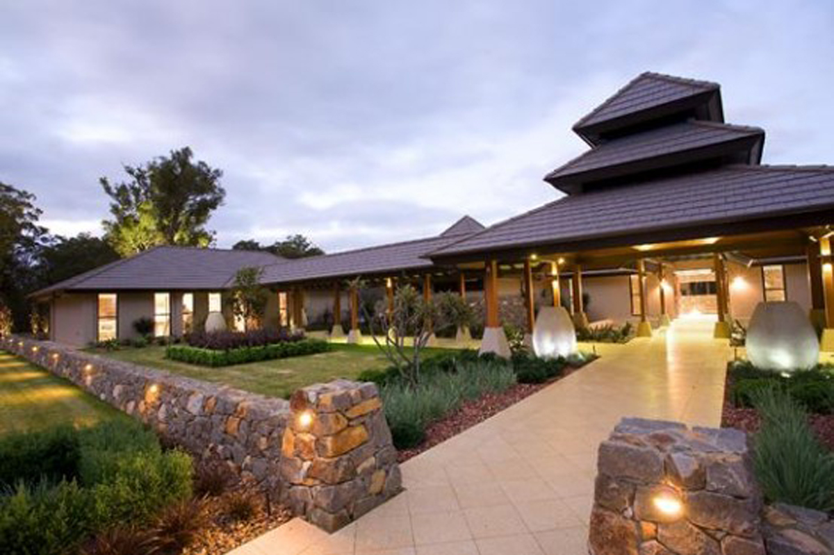 Luxury House Design With Resort Style Entrance