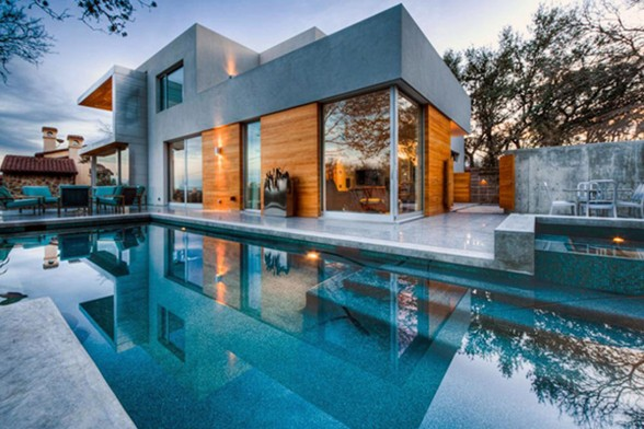 Passive Solar House, Beautiful Contemporary Home Design in Texas - Swimming Pool