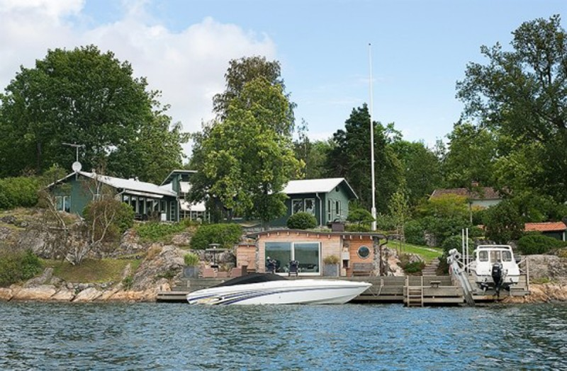 Sweden Lakeside Villa With Contemporary Design And Cottage