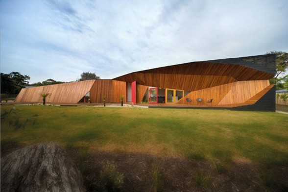Australian Letterbox House, A Unique Architecture from McBride Charles Ryan - Yard
