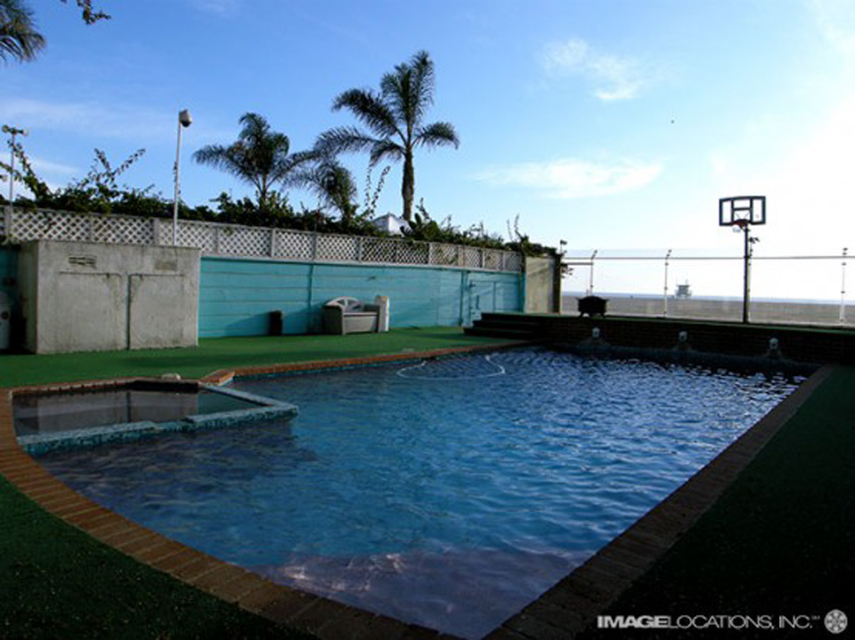 Colorful Beach House, Cheerful Design for Your Childs - Pool