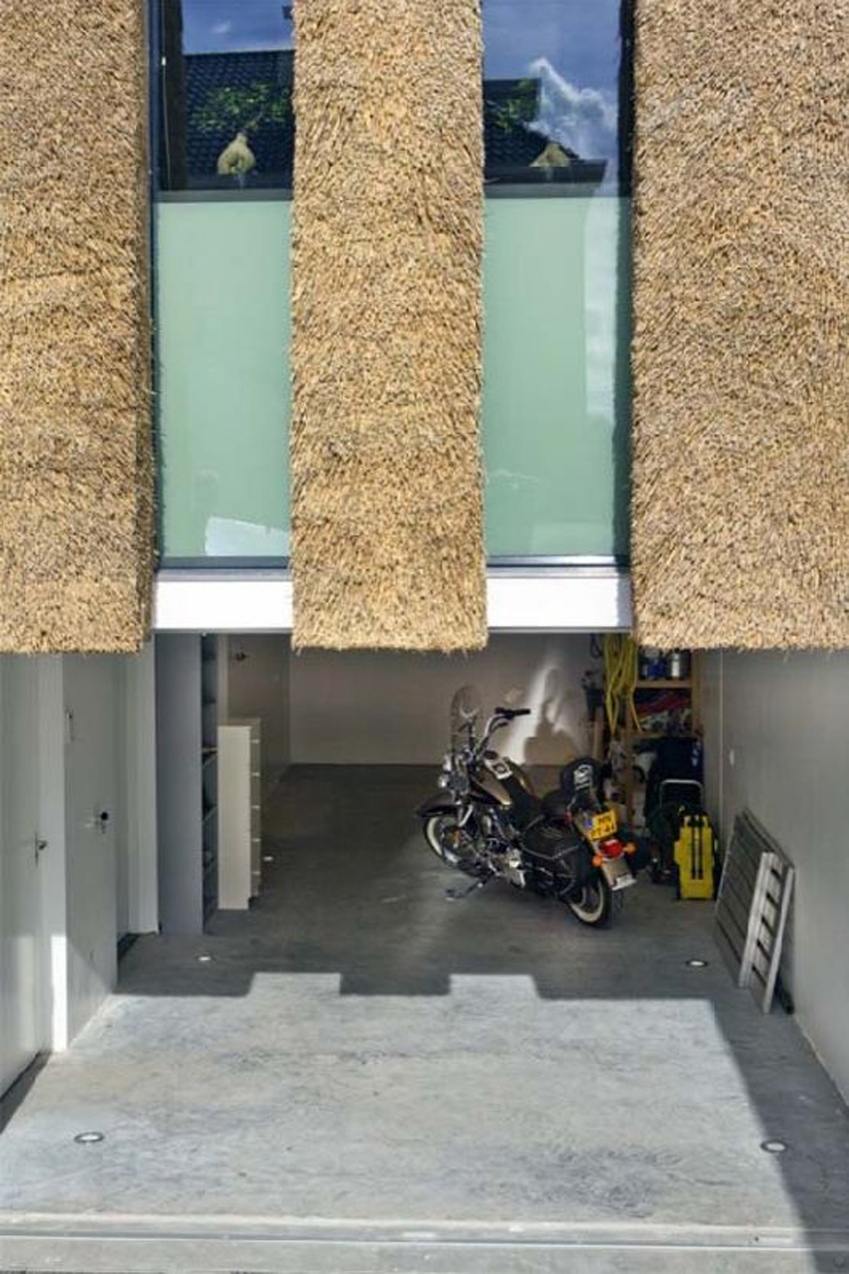 Contemporary and Classic Architectural, A Traditional Dutch House Design - Garage