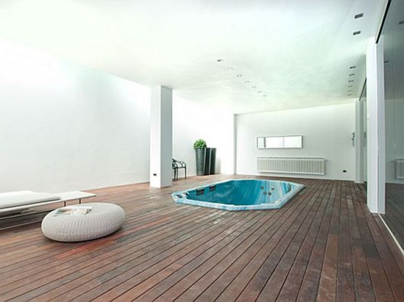 Elegant Contemporary Villa in Sleek White Themes - Spa