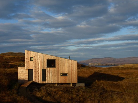 Fiscavaig Holiday House, Scottish Small House Design - Side View