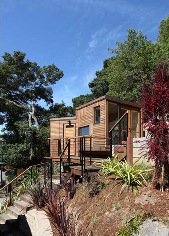 Sustainable Small House with Modern Design and Wooden Finishing