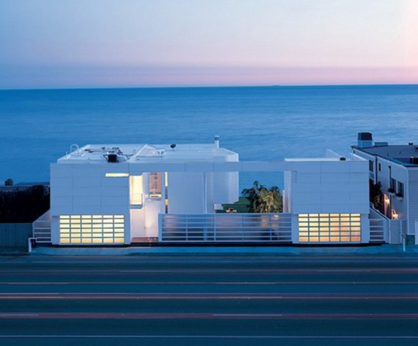 Beautiful White Residence in California Beach by Richard Meier and Michael Palladino