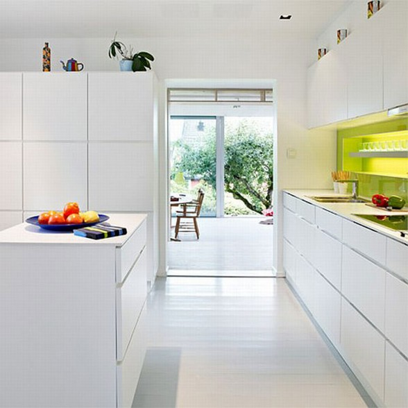 Aluminum Glass Façade Inspiration for A Renovated Old House - Kitchen