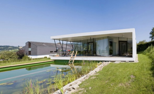 Awesome Design of House M, Deluxe Glass House Architecture - Pond
