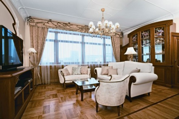 Classic-and-Elegant-Apartment-with-Floral-Decoration-in-Moscow-Livingroom