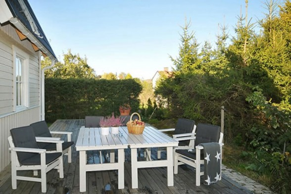 Contemporary House Ideas from a Sweden Home - Outdoor Dining Room
