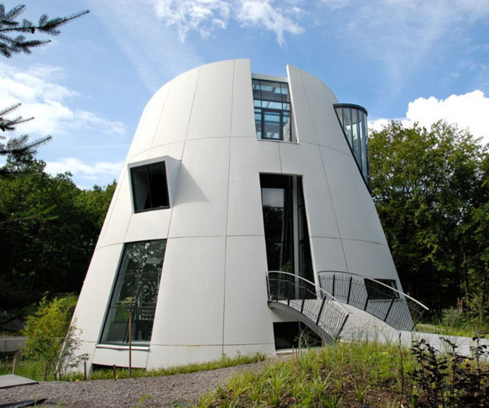 Dutch modern residence with futuristic design from factor for Futuristic home designs