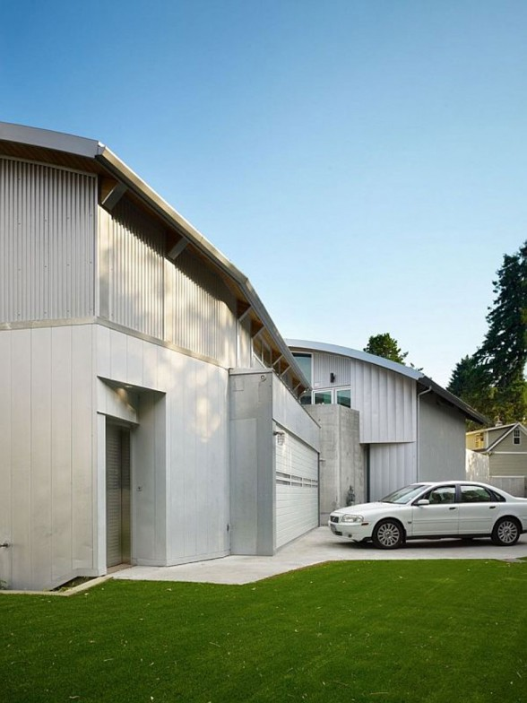 Elegance Contemporary House from Lawrence Architecture - Parking Lot
