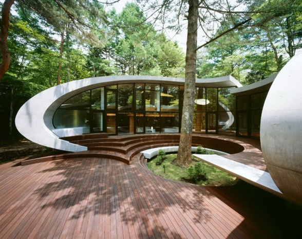 Futuristic Home Design with Natural Environment in Japan - Garden