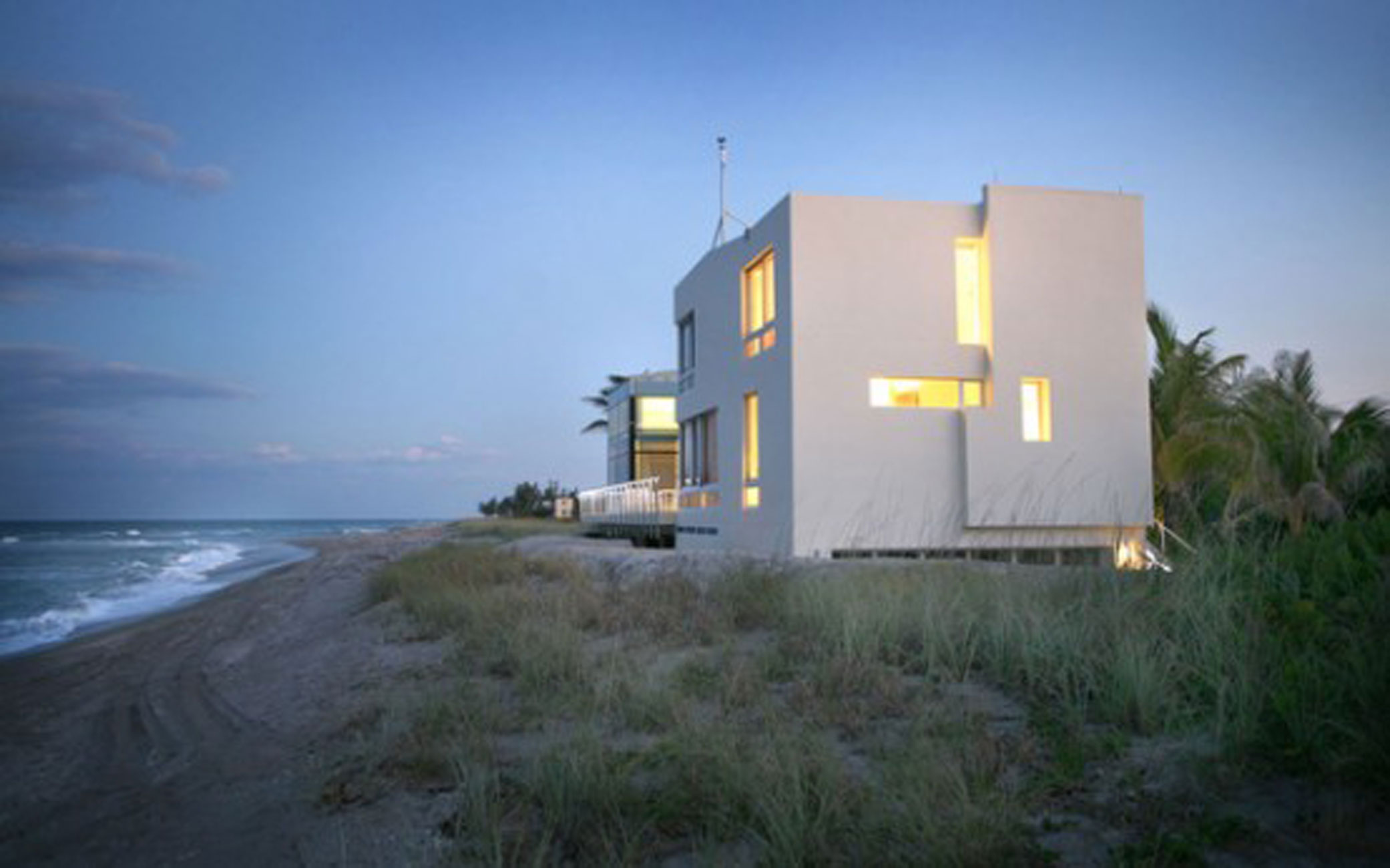 Great Beachfront House Design From Hughes Umbanhowar