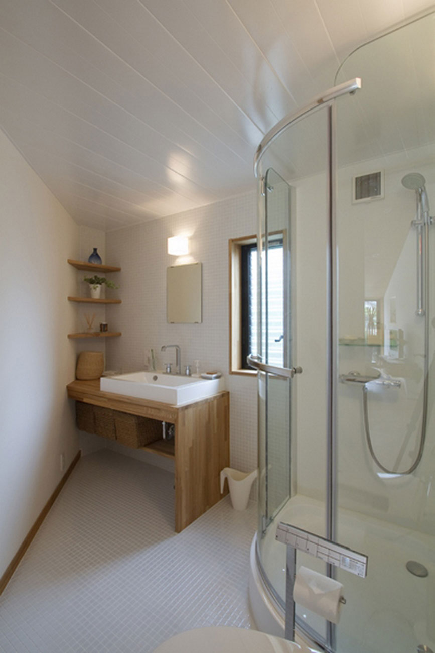 Japanese Pentagonal House, Beautiful Modern and Traditional Mixing - Bathroom