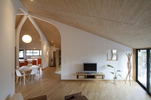 Japanese Pentagonal House, Beautiful Modern and Traditional Mixing - Livingroom