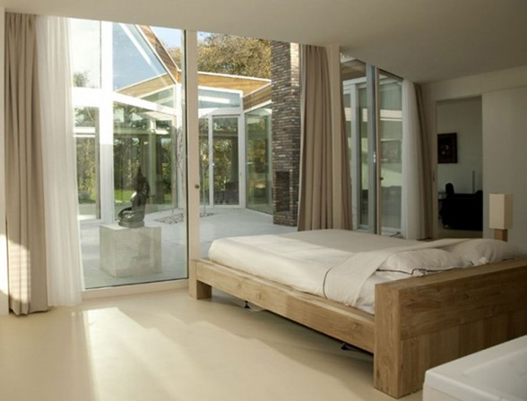 Ranch House with Glass Façade and Contemporary Design - Bedroom