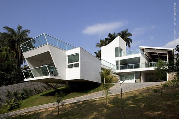 Unusual Architecture from A Modern House in Brazil