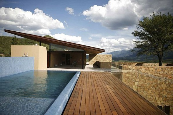 Desert House with Swimming Pool in Mexico by Agustin Landa Ruiloba