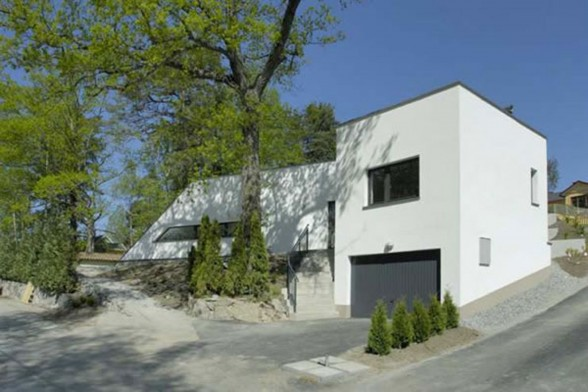 Eco Friendly House in Bunker Style Home Architecture - Entrance