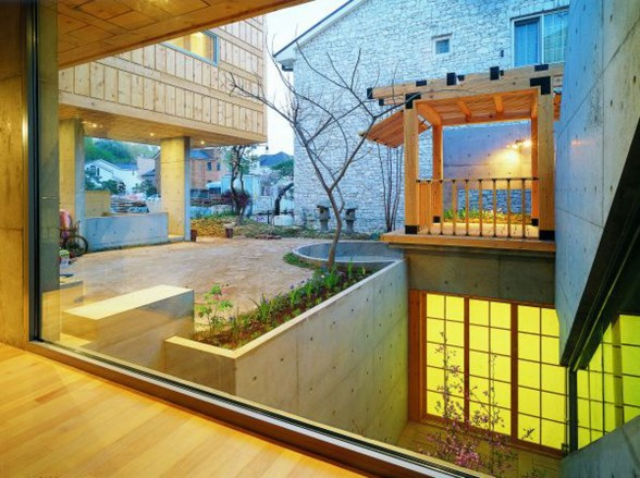 Great Combination of Wood and Concrete in a Courtyard House Design - Indoor Garden