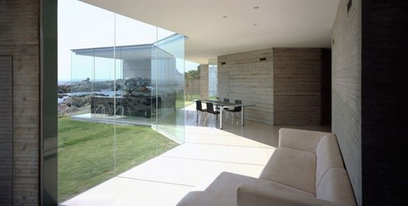 House O, Solid Architecture of a Glass House Design from Japanese Architect - Terrace