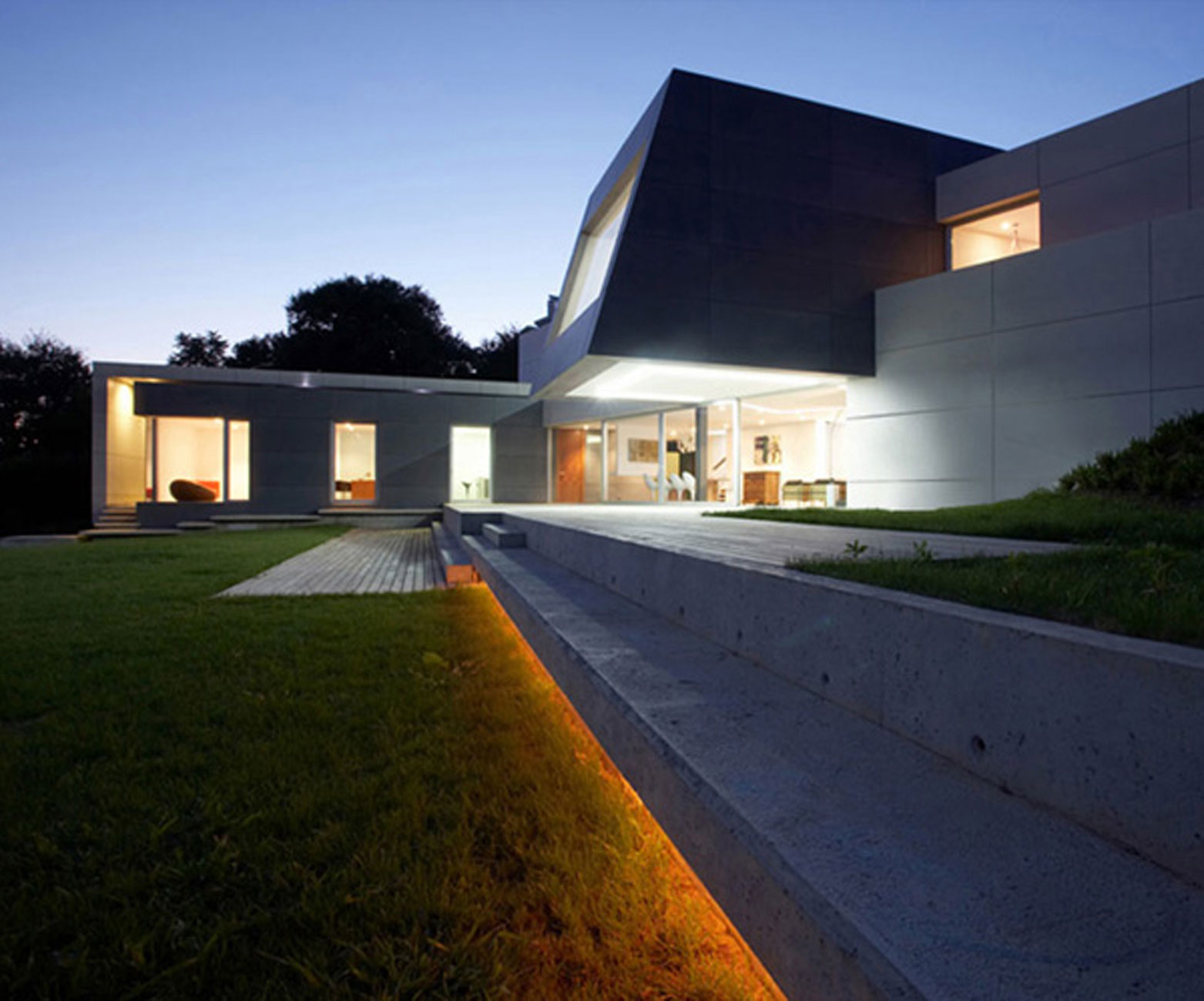 Modern house architecture with contemporary interior for Contemporary interior architecture