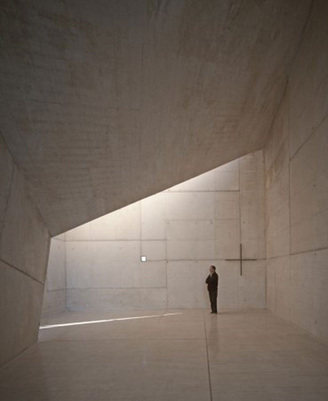 Modern Spanish Chapel Architecture From Smao Interior Viahouse