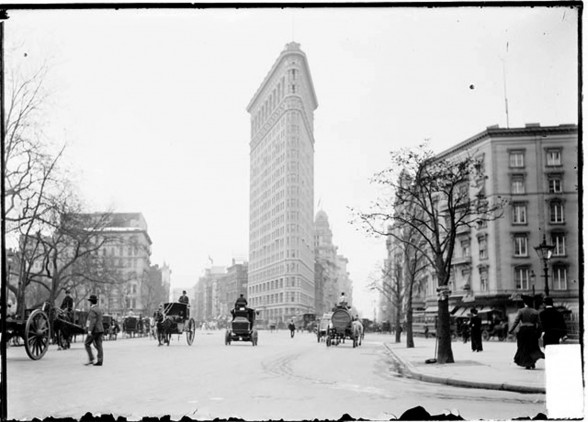 New York Landmark from 1902s, Classic Architecture of the Flatiron - Old Picture