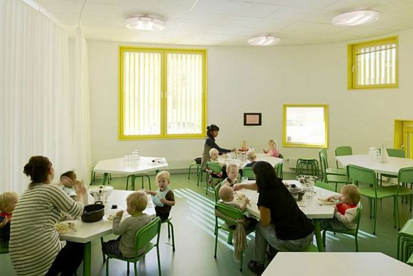Nursery School Building in Yellow Color in SwedenYellow - Bright Interior