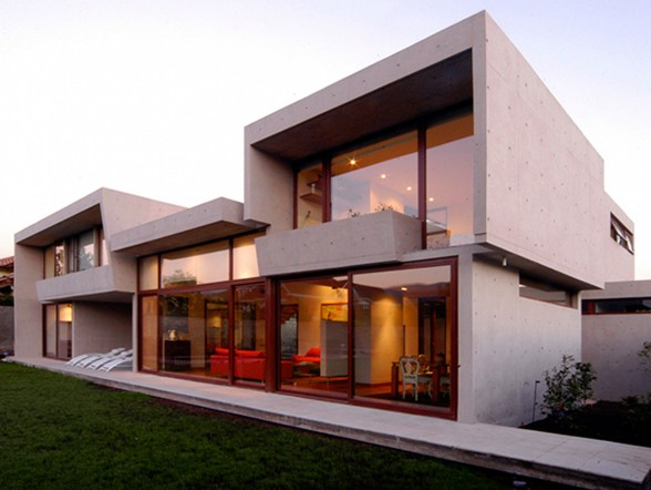 Solid Architecture of Fleischmann-Ossa House by Mas y Fernandez Arquitectos Architects