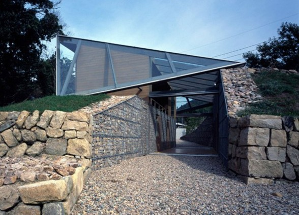 The Beach Valley, a Roof of Glass House Design