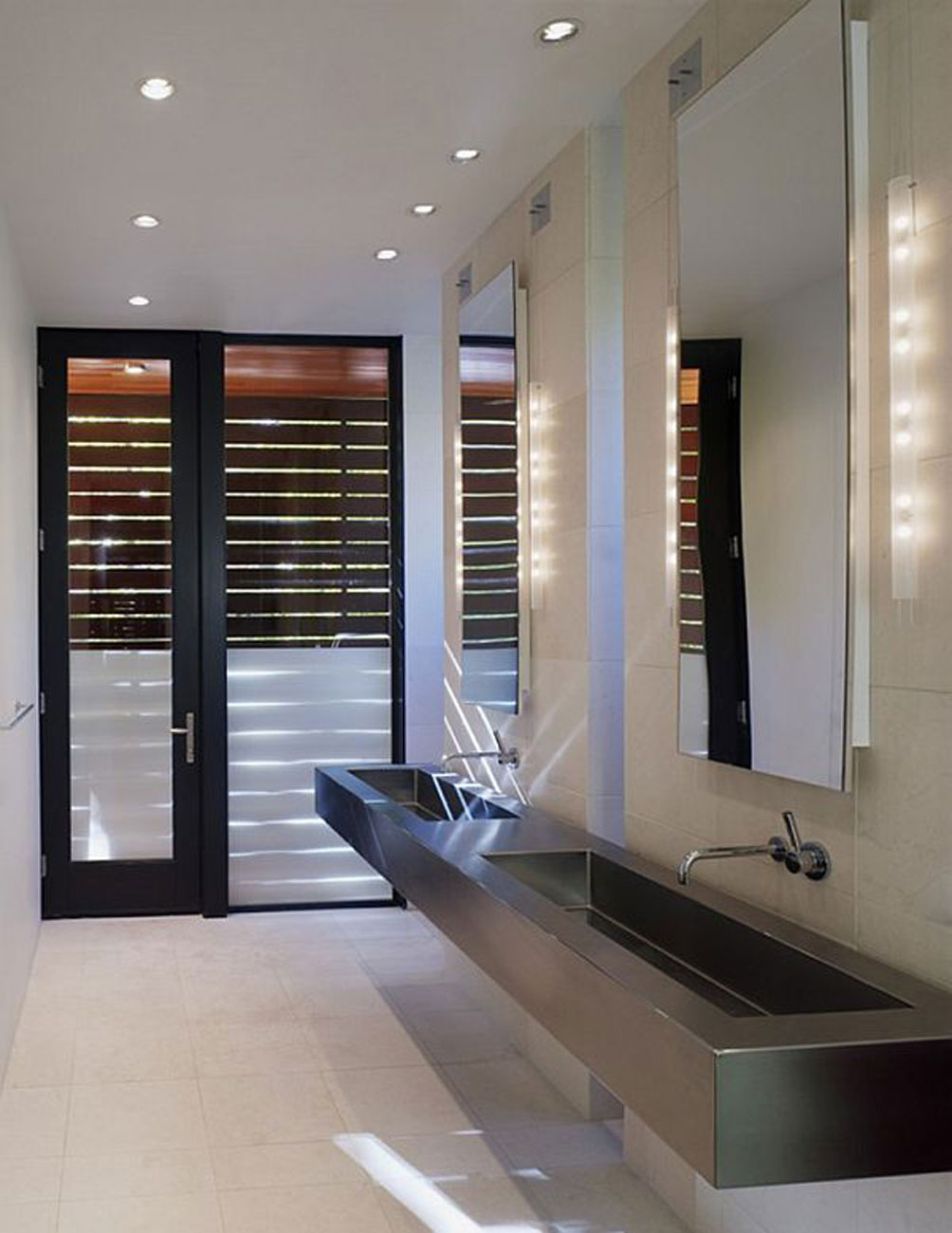 The Harkavy Residence, Wooden House Inspiration by Robert Gurney Architect - Bathroom