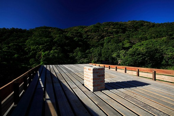 Timber House with Mahogany Materials from Marco Casagrande - Rooftop