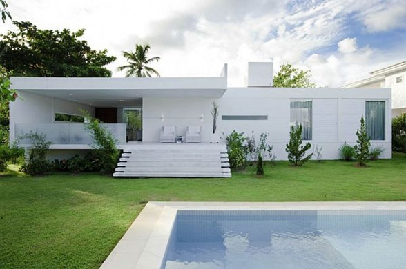 White Contemporary House in Brazil with Swimming Pool - Staircase