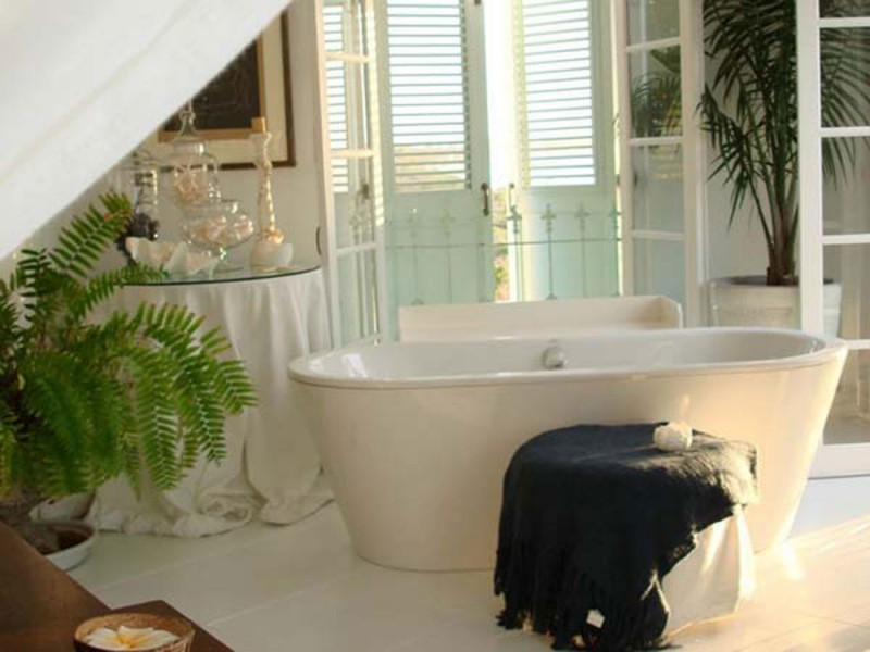 Classic Lucsious Barbadian Residence Interior Ideas In British Wes Indies   Bathtub
