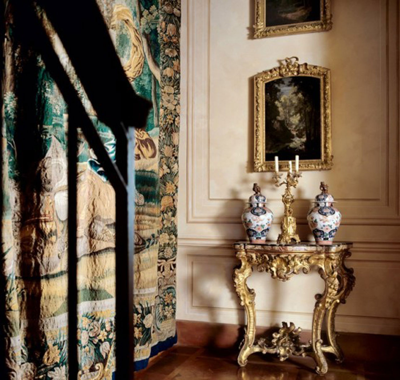 Monarch Apartment, Luxurious Interior Design Reminder of Emperor Napoleon III in Turin - Elegant Decoration