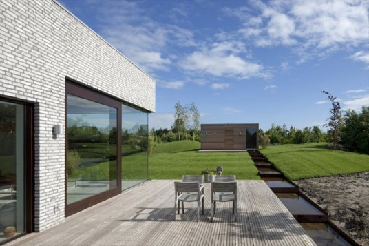 modern-netherlands-villa-with-glass-walls-6