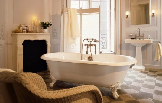 luxury-bathtub-and-sofa-for-bathroom-design-800x509
